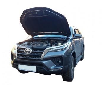 Упор капота Toyota Fortuner 2